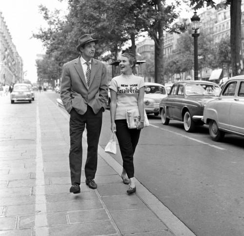 A bout de souffle - Jean-Luc Godard -1959 Jean-Paul Belmondo, Jean Seberg Champs Elysees Paris