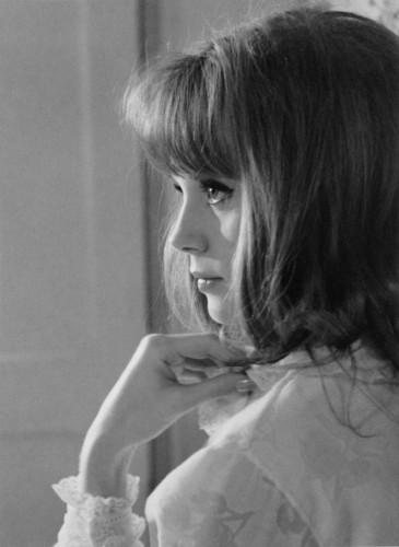 """Françoise Dorléac, sur le tournage de """"la Peau Douce"""", en 1963."""