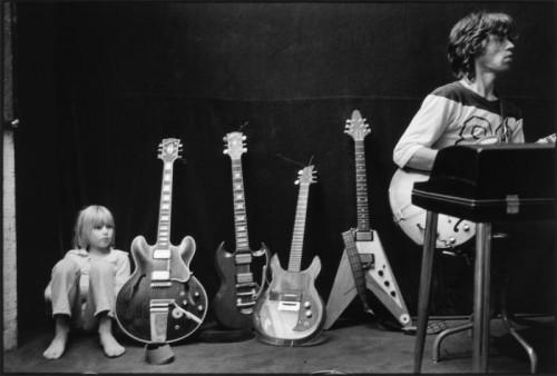 Dominique Tarlé Jake et les guitares