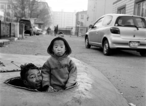 """Richard Aujard Mongolie Oulan-Bator, 2007 """"Nomad's Land les bidonvilles du froid"""" - Ed. Marque Pages pour ACF (action contre la faim)"""