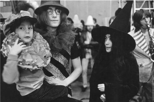 Sean Lennon, John Lennon, Yoko Ono, The Rock and Roll Circus, Londres, 1968 (©Dominique Tarlé/ La Galerie de l'Instant)
