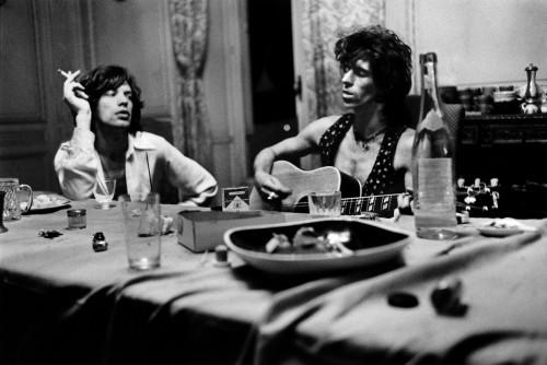 Mick Jagger & Keith Richards, Villa Nellcôte, Villefranche sur Mer, 1971 (©Dominique Tarlé/ La Galerie de l'Instant)