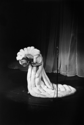Marlène Dietrich, Théâtre de l'Étoile, Paris, 1959 (©François gragnon/ La Galerie de l'Instant)