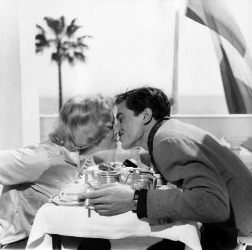 Romy Schneider et Alain Delon, viennent d'annoncer leurs fiançailles, 1959
