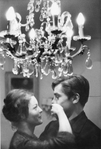 Dans leur maison à Tancrou, 1959 (©Michel Brodsky/ La Galerie de l'Instant)