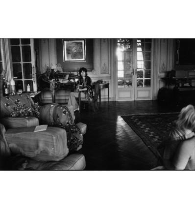 Keith jouant au salon, Villa Nellcote