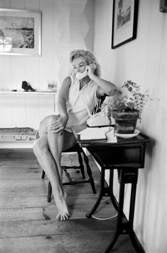 Marilyn Monroe, Connecticut, Mai 1957, Sam SHAW (©Sam SHAW, courtesy Galerie de l'Instant, Paris)