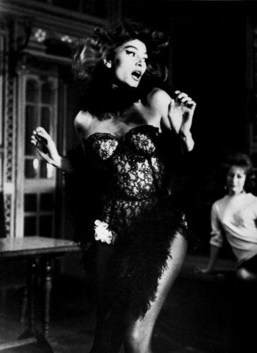 Lola - Jacques Demy -1960 Anouk Aimée Nantes (©RAYMOND CAUCHETIER/ LA GALERIE DE L'INSTANT)