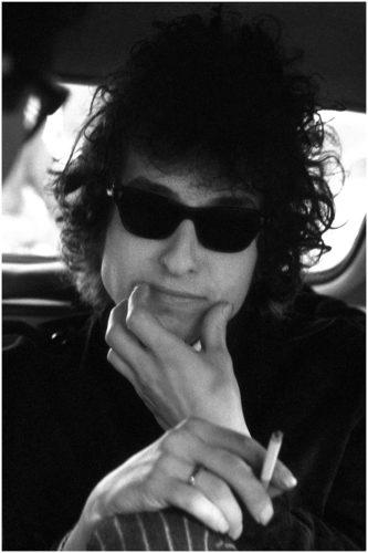 TONY FRANK BOB DYLAN, LIMOUSINE ET LUNETTES, EN ROUTE VERS L'OLYMPIA, PARIS, 1973