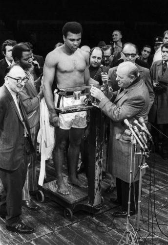 Muhammad Ali avant son second combat où il va enfin gagner son match revanche contre Joe Frazier à Madison Square Garden NYC, 23 janvier 1974 (©JEAN-PIERRE LAFFONT/ LA GALERIE DE L'INSTANT)