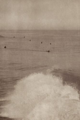SURFERS (CRASHING WAVE)