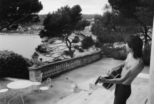 Keith Richards, Villa Nellcote, Villefranche sur Mer, 1971 (©DOMINIQUE TARLÉ/ LA GALERIE DE L'INSTANT)