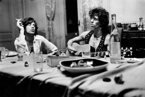 Mick Jagger & Keith Richards, Villa Nellcote, Villefranche sur Mer, 1971 (©DOMINIQUE TARLÉ/ LA GALERIE DE L'INSTANT)