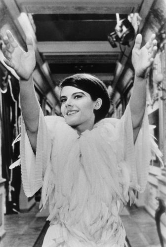 DELPHINE SEYRIG, SUR LE TOURNAGE DE L'ANNÉE DERNIÈRE À MARIENBAD MISE EN SCÈNE PAR ALAIN RESNAIS, 1961 (©GEORGES PIERRE, COURTESY LA GALERIE DE L'INSTANT, PARIS)